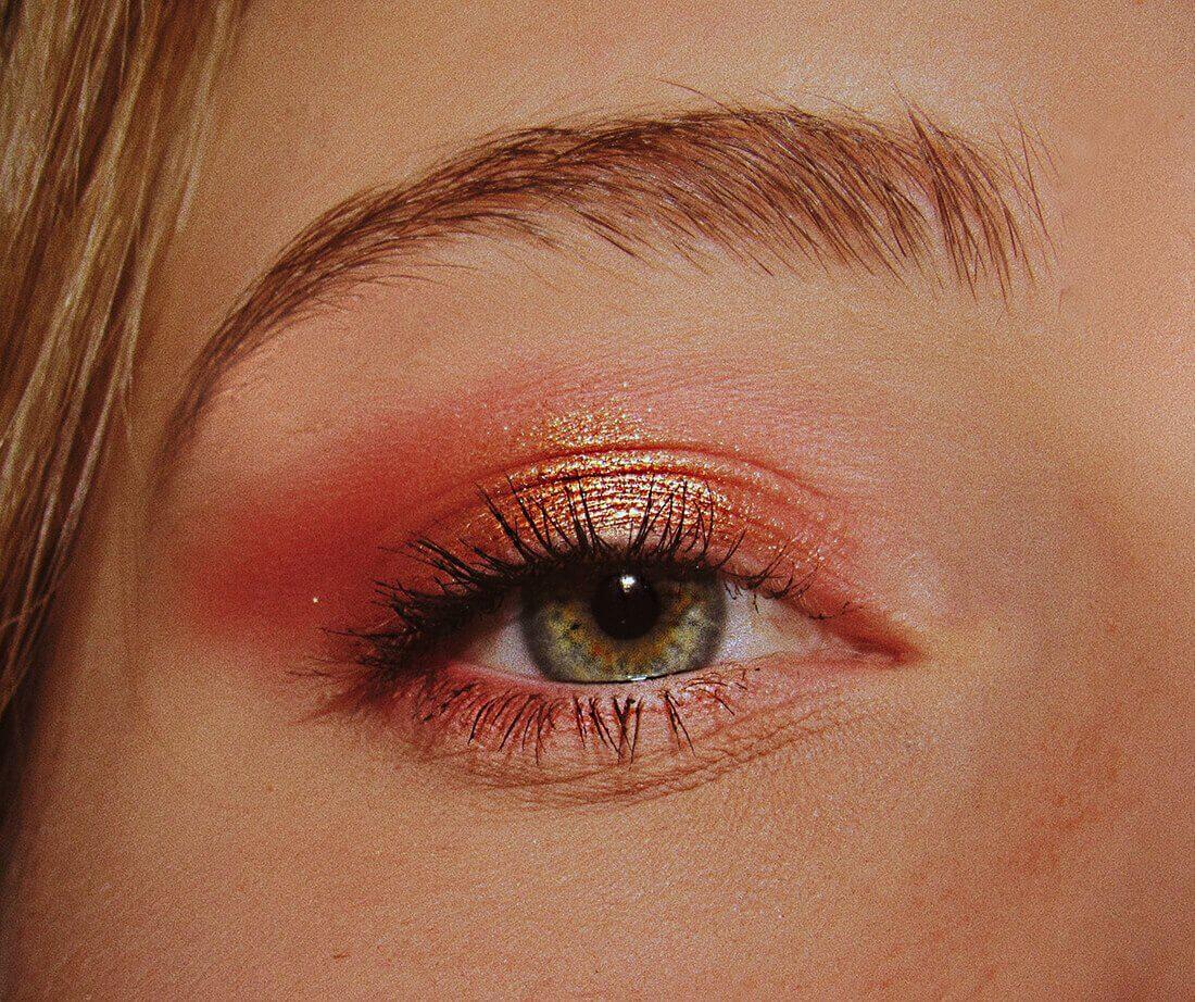 ışıltılı göz makyajı